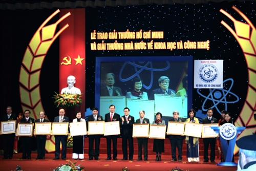 Trao tặng Giải thưởng cao quý nhất cho 16 công trình KH&CN xuất sắc
